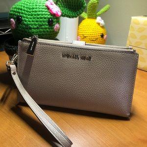 ✨Michael Kors Adele Double zip Wristlet wallet